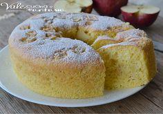 Chiffon cake alle mele senza burro e olio un dolce favoloso,soffice come una nuvola e con tante mele nell'impasto,è leggero e goloso e senza grassi aggiunti