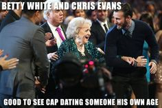 Chris Evans Shows His Chivalrous Side At The PCAs . Chris Evans offers Betty White his arm after she receives the People's Choice Award for Favorite TV Icon. Betty White, Loki, Thor, Dc Movies, Marvel Movies, Marvel Actors, Marvel Characters, Ben Affleck, Steve Rogers
