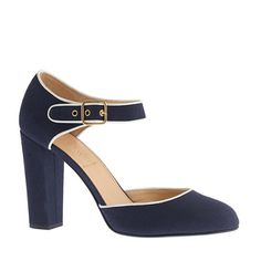 Love these canvas pumps