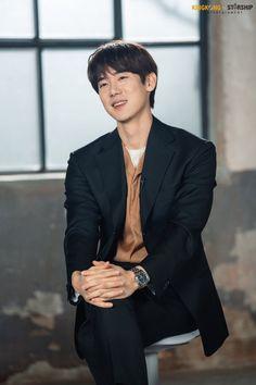 Yoo Yeon Seok, Jung Suk, Asian Actors, Korean Actors, Korean Dramas, Big Bang Top, Gu Family Books, Hyun Bin, Kdrama Actors