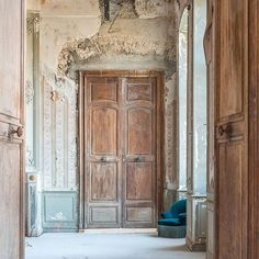 Old world doors and magnificent stripped wallpaper and decaying walls within Chateau de Gudanes. Chateau De Gudanes, Stripped Wallpaper, Distressed Walls, Old Doors, Barn Doors, Antique Doors, Wrought Iron Gates, Old World Style, French Chateau