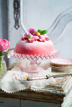 Rosa påsktårta | Mitt kök Grandma Cookies, Cookie Box, Let Them Eat Cake, Deserts, Candy, Easter Ideas, Sweet Stuff, Chocolates, Pastries