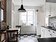 Post: Muebles antiguos o imperfectos para aportar carácter a la decoración --> blog decoración nórdica, decoración diseño de interiores, diy abedul tubo, estilo nórdico clásico, muebles antiguos, muebles con historia, muebles rústicos, reparar muebles, salón nórdico, vintage