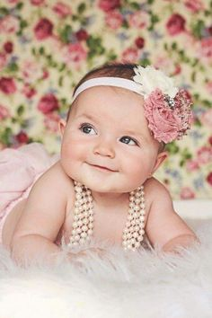 6 Month Baby Picture Ideas Discover Babies All smiles during her Vintage Floral baby photoshoot 3 Month Old Baby Pictures, 6 Month Baby Picture Ideas, Baby Girl Pictures, Newborn Pictures, Vintage Baby Pictures, Cool Baby, Baby Kind, Baby Shooting, Shooting Photo