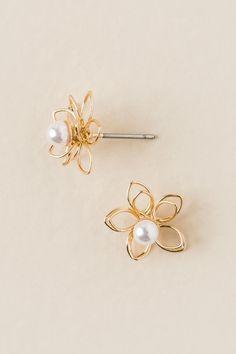 Kellen Flower Pearl Stud Earring