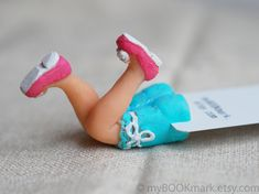 SALE Sexy Housewife Legs in the book bookmark. Pink by MyBookmark Polymer Clay People, Polymer Clay Kunst, Fimo Clay, Polymer Clay Crafts, Diy Gift For Bff, Cardboard Sculpture, Bookmarks Kids, Clay Mugs, Book Markers