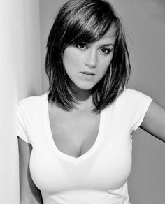 Shoulder length straight long bob with side bangs. If I decide to chop my hair off (Hair Cuts Shoulder Length) Pretty Hairstyles, Straight Hairstyles, Simple Hairstyles, Bob Hairstyle, Medium Hair Styles, Short Hair Styles, Great Hair, Hair Today, Hair Lengths