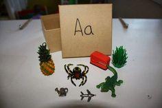 Un outil que j'adore pour l'apprentissage des lettres et des sons, c'est les boîtes de sons. En fait, ce sont de petites boîtes qui contien... Language Activities, Activities For Kids, French Immersion, Letter Recognition, Kids Christmas, Art School, Kindergarten, Gift Wrapping, Place Card Holders