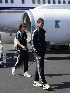 Fernando Torres and David Luiz.