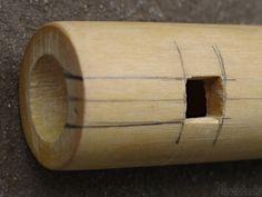 Ako vyrobiť píšťalku Wooden Flute, Native Flute, Native American Music, Flautas, Crafts For Kids, Diy Crafts, Native Indian, Woodworking Jigs, Wooden Diy