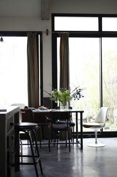 Ik denk dat ons volgende huis er ongeveer zo uit moet komen te zien…. Mooi, stoer, neutraal, basic, industrieel ….. kortom PRACHTIG! foto's Petra Bindel