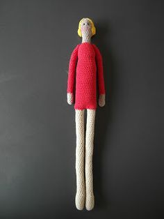 Long thin doll crochet pattern. In Dutch, but my computer translated it. There are a few terms that might be different, but it has some basic amigurumi directions. Breimaan: Tilda
