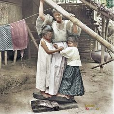 51 Old Colorized Photos Reveal The Fascinating Filipino Life Between 1900 - 1960 Colorful Pictures, Old Pictures, Old Photos, University Of Michigan Library, Philippines Culture, Philippines Dress, Manila Philippines, Filipino Fashion, Filipina Girls