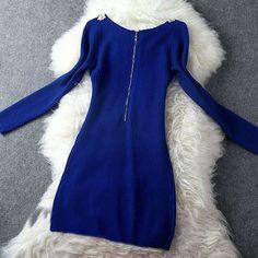 Vestido Formal Mangas Compridas Decote V-Neck Tricotado Material: linha de algodão Decoração: Pérolas Fechamento com zíper nas costas Cintura solta Tamanho M