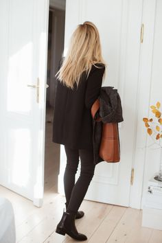 look of the day Daily Fashion, Love Fashion, Autumn Fashion, Womens Fashion, Trendy Outfits, Fall Outfits, Parisian Chic, Elegant Outfit, Minimalist Fashion
