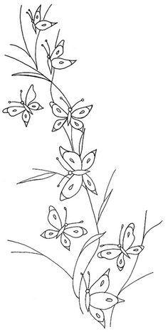 Petits papillons. Motif délicat qui peut être utilisé sur le collet ou le devant d'une blouse (selon la dimension que vous lui donnez avec un photocopieur).