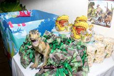 Saquinhos em TNT camuflado com doces, Algodão doce e pipoca de leite ninho Children, Cotton Candy, Dinosaurs, Sacks, Boys, Kids, Big Kids, Children's Comics, Sons