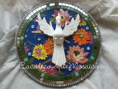 Divino em Mosaico.  50cm de diâmetro. www.facebook.com/CacarecoArteMosaico
