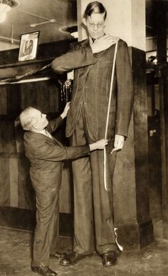 Malcolm J. MacGregor, the tallest man in the world. Chicago, 1937