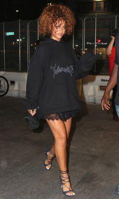 Riri Perfection in Black Lace Skirt and Black Hoodie Rihanna Street Style, Mode Rihanna, Rihanna Riri, 90s Fashion, Fashion Outfits, Rihanna Looks, Rihanna Outfits, Casual Outfits, Cute Outfits