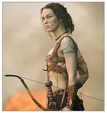 Keira Knightley is a blue-painted Guinevere in ''King Arthur.'' I want to look like this, do archery like this, & overall be a badass like Keira Knightly from King Arthur! This is a closeup of her arm tattoos. Keira Knightley, Keira Christina Knightley, Warrior Queen, Fantasy Warrior, Warrior Princess, Fantasy Art, King Arthur Movie, Conquest Of Mythodea, Costumes