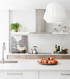 A New Take On Subway Tile! Discover fresh alternatives to popular design trends in our online series, Updated Classics. | Design: Sarah Hartill Photo: Alex Lukey