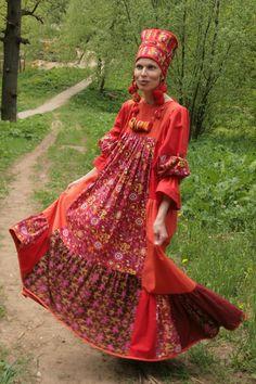 Народный коллектив-студия традиционного костюма «Русские начала