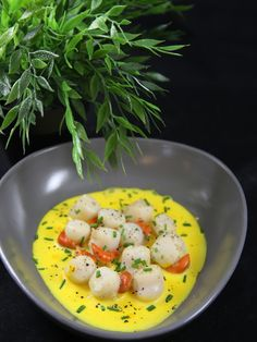 Queen scallops in saffron cream sauce Seafood Recipes, Vegetarian Recipes, Healthy Recipes, Healthy Cooking, Cooking Recipes, Cuisine Diverse, Salty Foods, Fish And Seafood, Delish