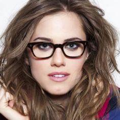 """Lentes según tu forma de rostro Es verdad que a la hora de comprarse unos lentes, llegas a la tienda y ves una variedad de modelos disponibles y no sabes por cual decidirte, y por lo mismo optamos casi siempre por el que """"se ve más bonito"""". Este tipo de..."""