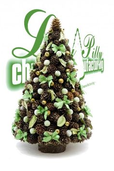Zdjęcie w aranżacji Lilly Pilly christmas manufacturing - Deccoria. Easy Christmas Decorations, Xmas Tree, Simple Christmas, All Things Christmas, Christmas Tree Ornaments, Christmas Crafts, Pine Cone Tree, Pine Cones, Pine Cone Crafts