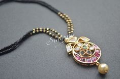 Black beads and pendant ! Bead Jewellery, India Jewelry, Beaded Jewelry, Jewelery, Gold Jewelry, Diamond Jewellery, Jewelry Accessories, Jewelry Design, 3d Max