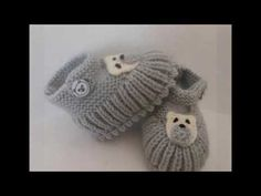 Ideas For Crochet Baby Sweater With Hood Handmade Knit Baby Booties, Knitted Baby Clothes, Crochet Baby Shoes, Crochet Slippers, Knitting Videos, Arm Knitting, Knitting Socks, Baby Knitting Patterns, Baby Patterns