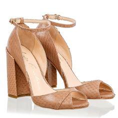 SANDÁLIA SALTO GROSSO ESCAMADA ROSÈ - Luiza Barcelos Nice Toes, Pretty Toes, Ankle Strap Flats, Hot Shoes, Walk On, Beautiful Shoes, Barefoot, High Heels, Dress Shoes