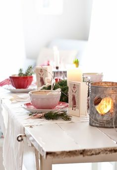 Christmas table in Minty House Cottage Christmas, Christmas Kitchen, Noel Christmas, Scandinavian Christmas, Christmas Morning, Country Christmas, Winter Christmas, Christmas Breakfast, Scandinavian Style