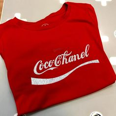 Coco Chanel T-shirt - Chanel Red - Ideas of Chanel Red - Coco Chanel T-shirt Looks Style, My Style, T Shirt Custom, Summer Outfits, Cute Outfits, Tee Shirt Designs, Red Shirt, Shirts With Sayings, Workout Shirts