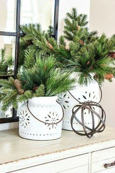 14 Stunning House Decor For Holiday Simple But Beautiful - Skurrile Geschenke - Christmas Greenery, Decoration Christmas, Country Christmas, Xmas Decorations, All Things Christmas, Winter Christmas, Christmas Home, Christmas Crafts, Christmas Ideas