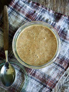 Hjemmelaget tahini er faktisk ingen sak å lage selv, og har en helt annen smak enn den du får kjøpt. Prøv!  Kan brukes til hummus, dressinger, å smaksette sauser med, som dip eller å smøre direkte på skiva. Other Recipes, Tapas, Peanut Butter, Snacks, Vegan, Ethnic Recipes, Food, Meals, Treats