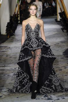 The complete Zuhair Murad Spring 2018 Couture fashion show now on Vogue Runway.- Tap the link now to see our super collection of accessories made just for you! Zuhair Murad, Look Fashion, Runway Fashion, Fashion Show, Fashion Design, Fashion Clothes, Womens Fashion, Fashion Accessories, Style Haute Couture