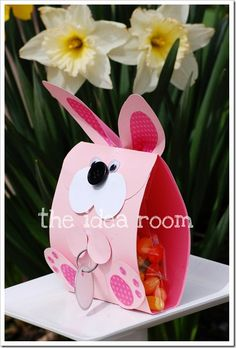 {Free} Cute Easter Bunny Treat Bag-There's a Tutorial and a free pattern! Fill it with YOUR favorite Easter candy. Use as a place card for your Easter Lunch/Dinner