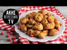 Πασχαλινά Σμυρνέικα κουλουράκια από τον Άκη Πετρετζίκη. Φτιάξτε νόστιμα παραδοσιακά πασχαλινά αφράτα και τραγανά κουλουράκια από τη Σμύρνη. Greek Recipes, Easter Recipes, Sausage, Cookies, Meat, Chicken, Baking, Breakfast, Desserts