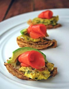 Paleo Blinis with scrambled eggs, smoked salmon and avocado || paleofoodiekitchen.com
