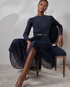 The complete Ralph Lauren Resort 2019 fashion show now on Vogue Runway. by mae Timeless Fashion, Trendy Fashion, Fashion Models, Fashion Outfits, Fashion Tips, Fashion Trends, Fashion Websites, 70s Fashion, Dress Fashion