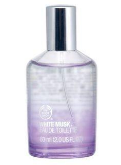 Mon bon vieux parfum qui me suit depuis plusieurs années ^^ (j'en ai d'autres, certains sont des déclinaisons inédites de celui-ci, d'autres viennent d'ailleurs !) Body Shop White Musk Eau de Toilette 2 Oz.