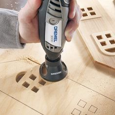 Adding a Dremel to your list of tools can be very helpful, whether you're making repairs around the house or enjoying your favorite hobby. Dremel 3000, Dremel Werkzeugprojekte, Dremel Wood Carving, Dremel Rotary Tool, Dremel Bits, Dremel Tool Projects, Wood Projects, Dremel Ideas, Woodworking Crafts