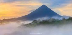 El volcán Arenal en un hermoso amanecer. (Tomada del Facebook de To The Wonder).