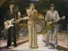 Bee Gees - Nights On Broadway - Midnight Special 1975 - Maurice sounds AMAZING during this performance.