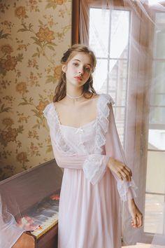 Vintage Nightgown, Vintage Dresses, Vintage Outfits, Vintage Fashion, Moda Fashion, Girl Fashion, Pretty Dresses, Beautiful Dresses, Girl Outfits