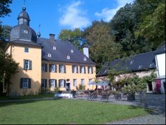 Historische Schloss auf dem man standesamtlich heiraten und feiern kann.