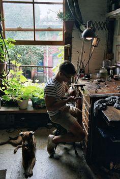 44 Creative Art Studio Organization Ideas for Workspace Desks - Werkstatt - Arte Artist Workspace, Workspace Desk, Industrial Workspace, Industrial Style, Art Studio At Home, Home Art, Studios D'art, Music Studios, Creative Arts Studio