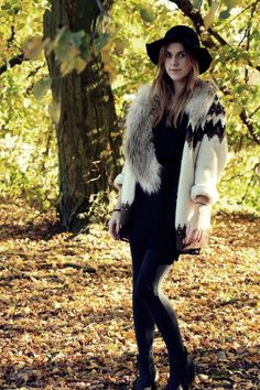 """The Icelandic woolen jumper is named """"lopapeysa"""". A thick pullover made out of Icelandic sheep wool. It is this perfect paired-for-life garment that you can easily transform into a cute fall outfit."""